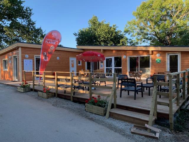 bar avec terrasse au camping à Carnac